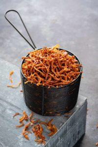 Golden fried onions. How to make crisp fried onions. Birista. Beresta. fried onions
