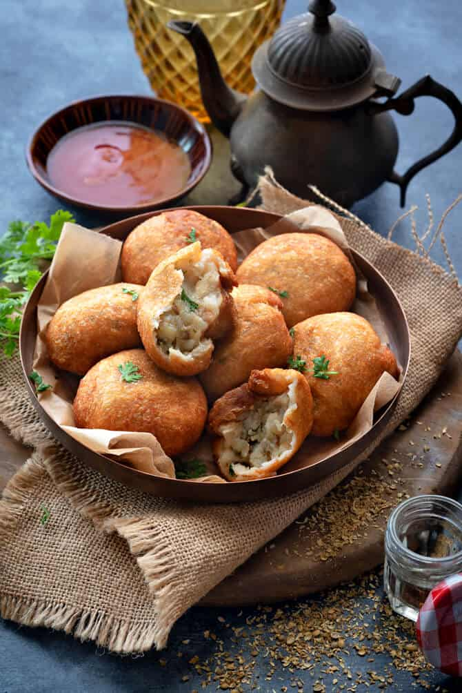 Aloo bread roll, how to make bread roll recipe step by step, stuffed bread rolls, potato bread rolls,