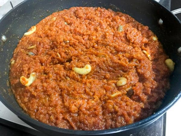 cooked gajar ka halwa in a pan is ready to be served
