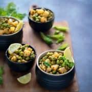 Matar Ki Ghugni served in 4 small black bowls.