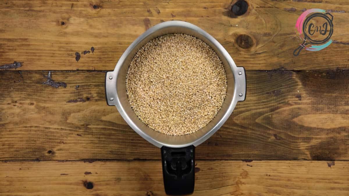 Toasted sesame seeds added in blender jar.