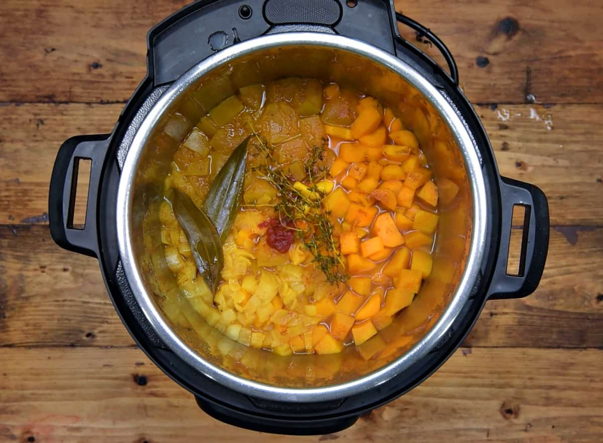 Cooked butternut squash soup mixture in instant pot.